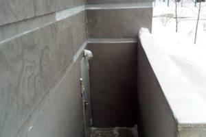 Вход в Сервисный Центр вниз по лестнице